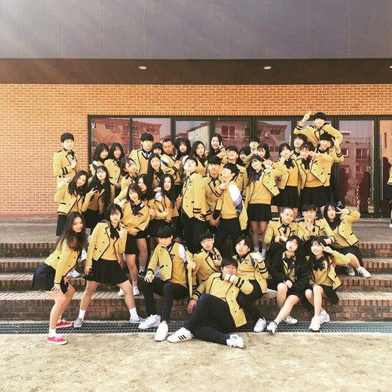 Soi đồng phục của học sinh Hàn: Trường gây choáng về giá tiền đắt đỏ, trường dẫn đầu vì sang chảnh như hoàng gia - Ảnh 6.