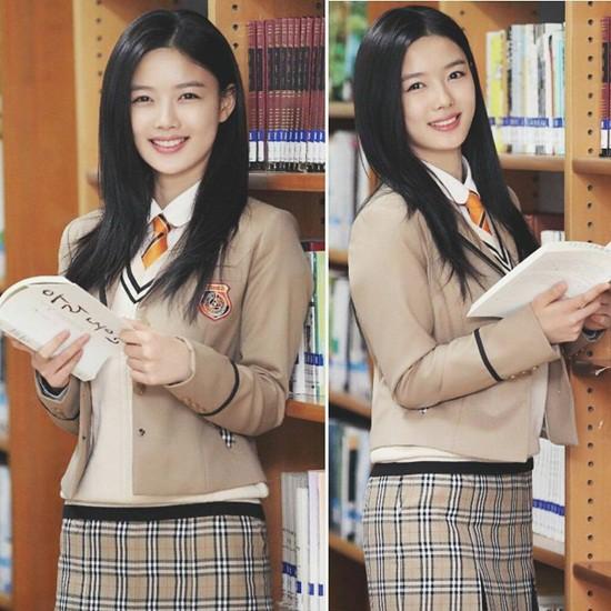 Soi đồng phục của học sinh Hàn: Trường gây choáng về giá tiền đắt đỏ, trường dẫn đầu vì sang chảnh như hoàng gia - Ảnh 18.