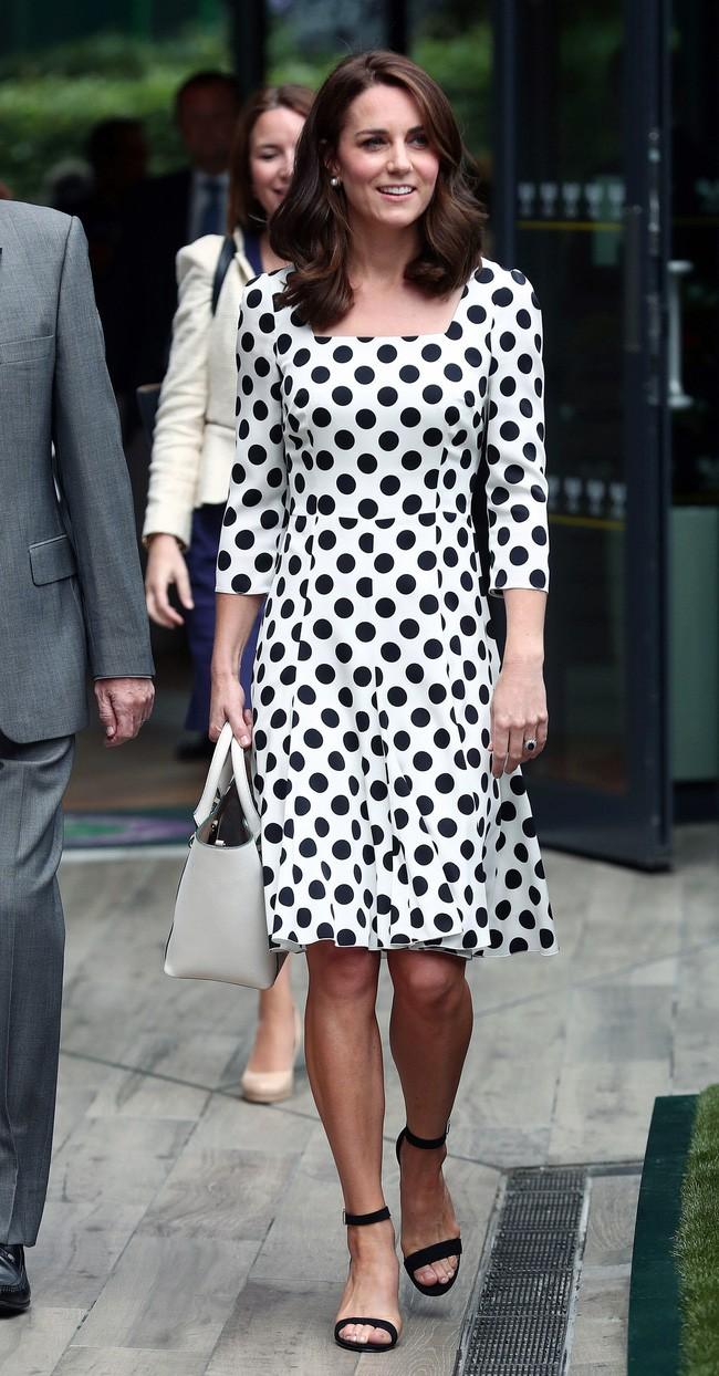 Dù thời trang có xoay vần thế nào, Công nương Kate vẫn không ngừng say mê kiểu váy này - Ảnh 3.