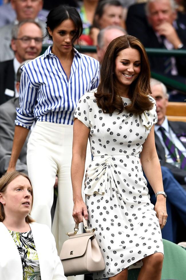 Dù thời trang có xoay vần thế nào, Công nương Kate vẫn không ngừng say mê kiểu váy này - Ảnh 5.