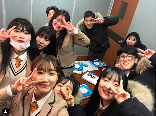 Soi đồng phục của học sinh Hàn: Trường gây choáng về giá tiền đắt đỏ, trường dẫn đầu vì sang chảnh như hoàng gia - Ảnh 21.