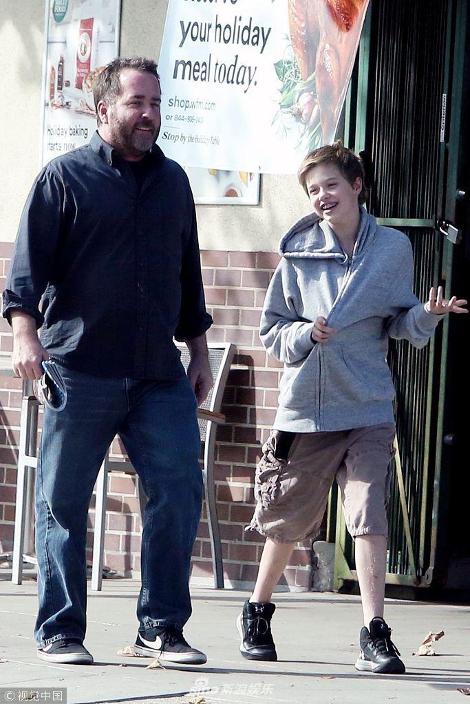 Con gái tomboy của Angelina Jolie khoe nét mặt vừa giống mẹ vừa giống bố Brad Pitt một cách hoàn hảo - Ảnh 5.