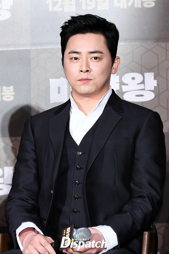 Lần đầu lộ diện sau khi cưới nữ ca sĩ Hậu duệ mặt trời, Jo Jung Suk thay đổi hẳn bên ảnh hậu nhà tài phiệt - Ảnh 2.