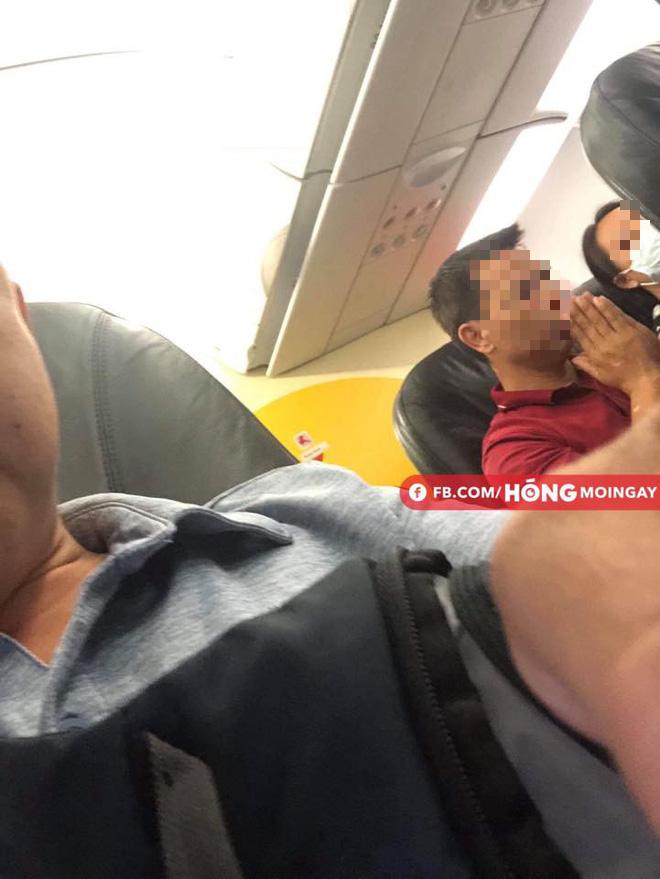 Hành khách trên chuyến bay hoảng loản, lo lắng Ảnh FB.