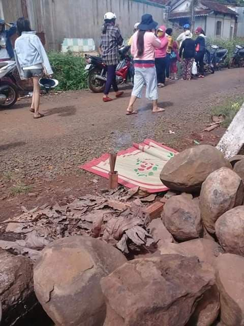 Người đàn ông tử vong sau tiếng nổ lớn nghi do ôm mìn tự sát ở Đắk Lắk - Ảnh 2.