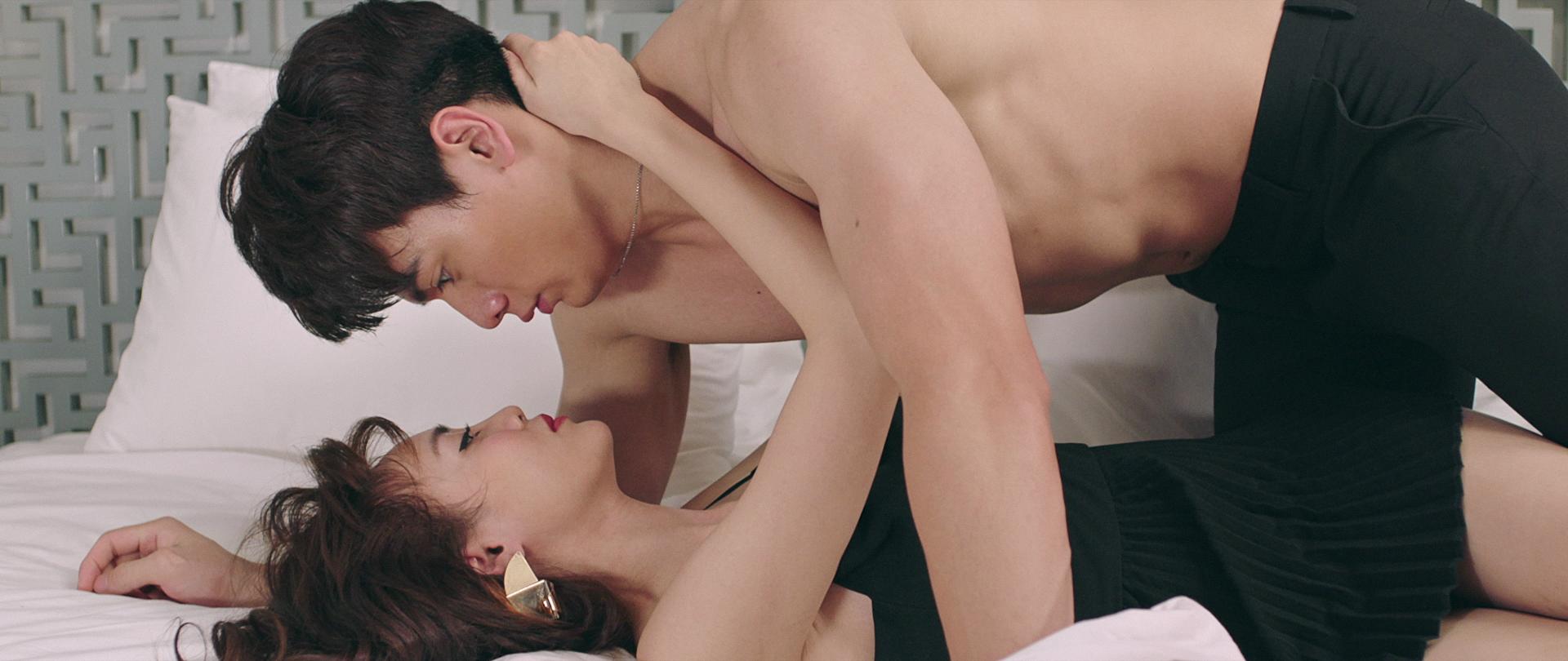 Gái Già Lắm Chiêu 2 tung trailer, Ninh Dương Lan Ngọc vừa mới gặp đã đưa trai lên giường - Ảnh 2.