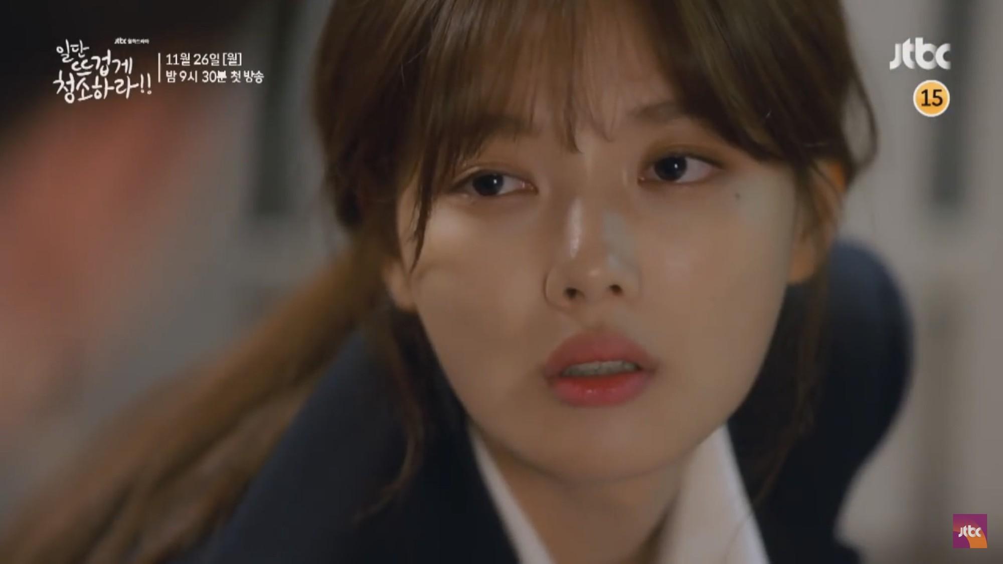 """Tiểu mỹ nhân Mây Họa Ánh Trăng Kim Yoo Jung hóa quý cô công sở trong """"Cô Tiên Dọn Dẹp"""" - Ảnh 10."""