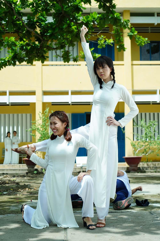 Đố bạn nhận ra nữ sinh tết bím tinh nghịch, diện áo dài trắng này là nữ hoàng nội y Ngọc Trinh - Ảnh 3.