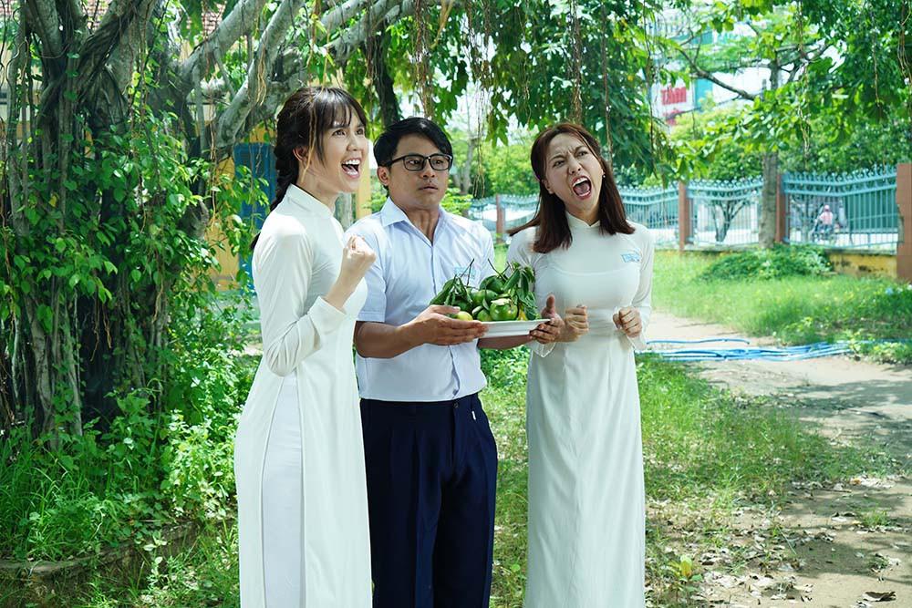 Đố bạn nhận ra nữ sinh tết bím tinh nghịch, diện áo dài trắng này là nữ hoàng nội y Ngọc Trinh - Ảnh 6.
