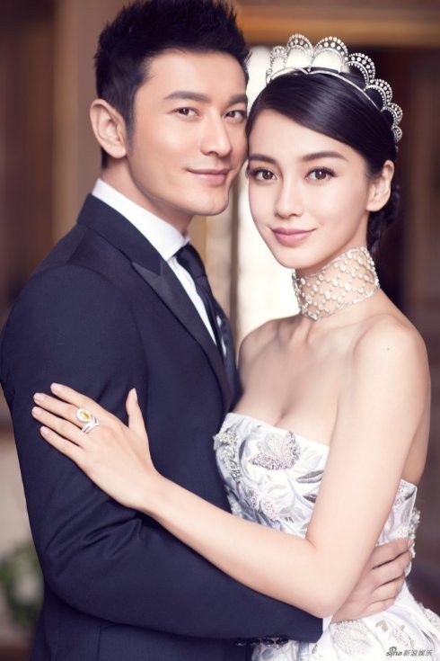 Xiao Xie Image: Trieu Vy sitting in the middle of the line; Angela Baby's twin divorce - Huynh Xiaoming is in trouble? - Picture 1.