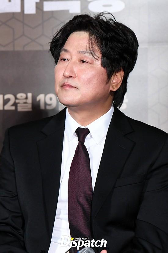 Lần đầu lộ diện sau khi cưới nữ ca sĩ Hậu duệ mặt trời, Jo Jung Suk thay đổi hẳn bên ảnh hậu nhà tài phiệt - Ảnh 8.