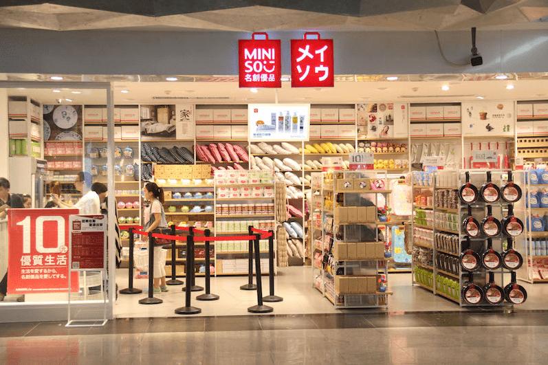 Miniso & Mumuso: Từ những thương hiệu đồ nhái đến từ Trung Quốc trở thành chuỗi cửa hàng được yêu thích nhất Châu Á - Ảnh 3.
