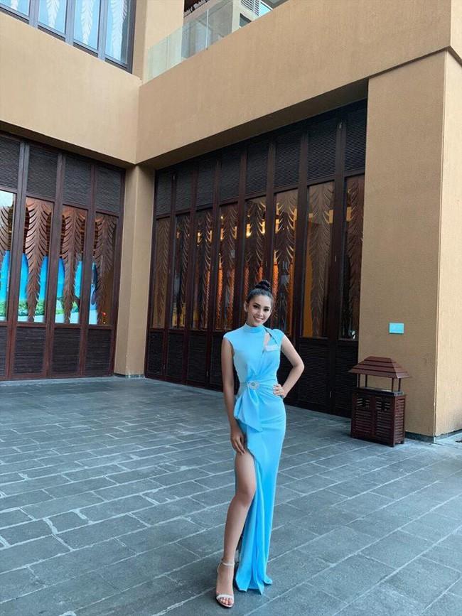 Tiểu Vy diện đầm xẻ cao, xuất hiện nổi bật giữa dàn thí sinh trong đêm tiệc tại Miss World 2018 - Ảnh 4.
