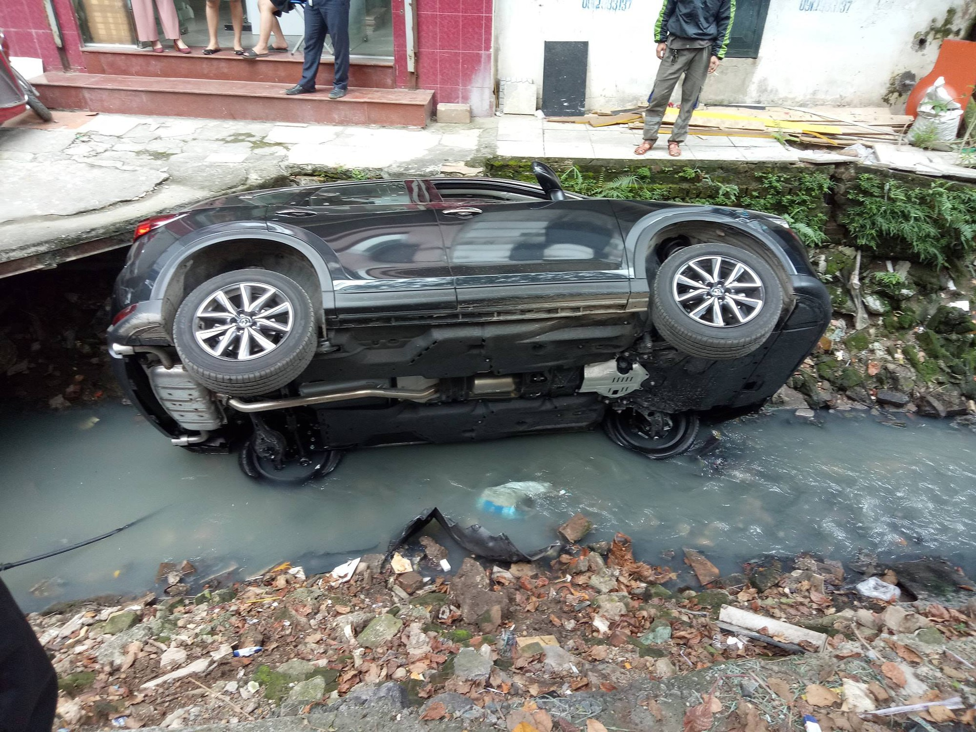 Ultimate Ninja: A further CX-5 driver was introduced to the ditch in Hanoi - Picture 2.
