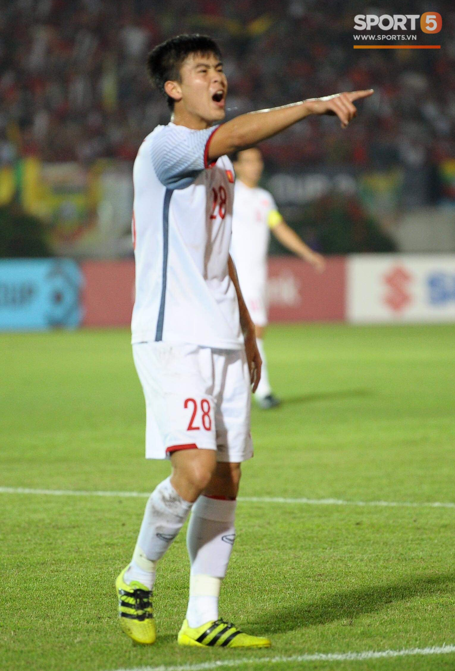 Duy Mạnh cũng có những phản ứng rất quyết liệt với các trọng tài. Ảnh: Hiếu Lương/Sport5.vn