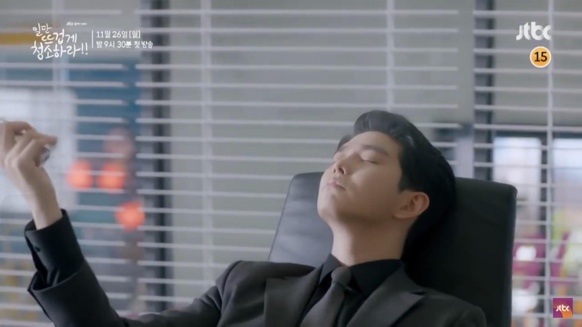 """Xem """"Cô Tiên Dọn Dẹp"""" của Kim Yoo Jung, khán giả lại chỉ để ý đến… cái bình xịt của nam chính - Ảnh 12."""