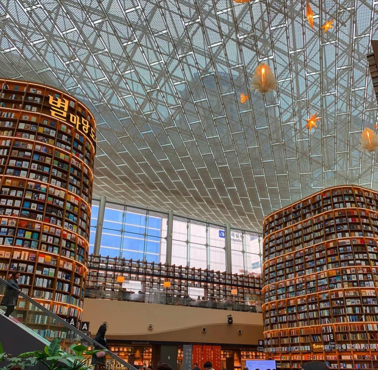 Thư viện khổng lồ nằm ở tận Seoul nhưng bạn trẻ Việt Nam nào đến đây cũng phải check-in cho bằng được! - Ảnh 9.