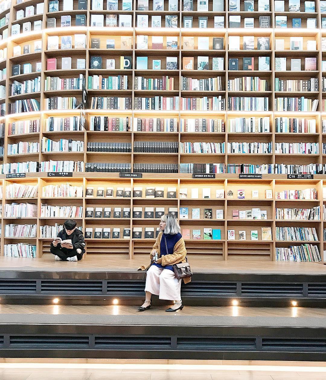 Thư viện khổng lồ nằm ở tận Seoul nhưng bạn trẻ Việt Nam nào đến đây cũng phải check-in cho bằng được! - Ảnh 14.