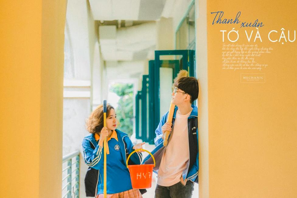 Mặc đồng phục, chụp ảnh ở những góc quen thuộc của trường, cặp đôi 10x cho ra đời bộ ảnh lãng mạn, tình bể bình - Ảnh 12. Cặp đôi 10x cho ra đời bộ ảnh siêu lãng mạn, tình bể bình ngay trường học