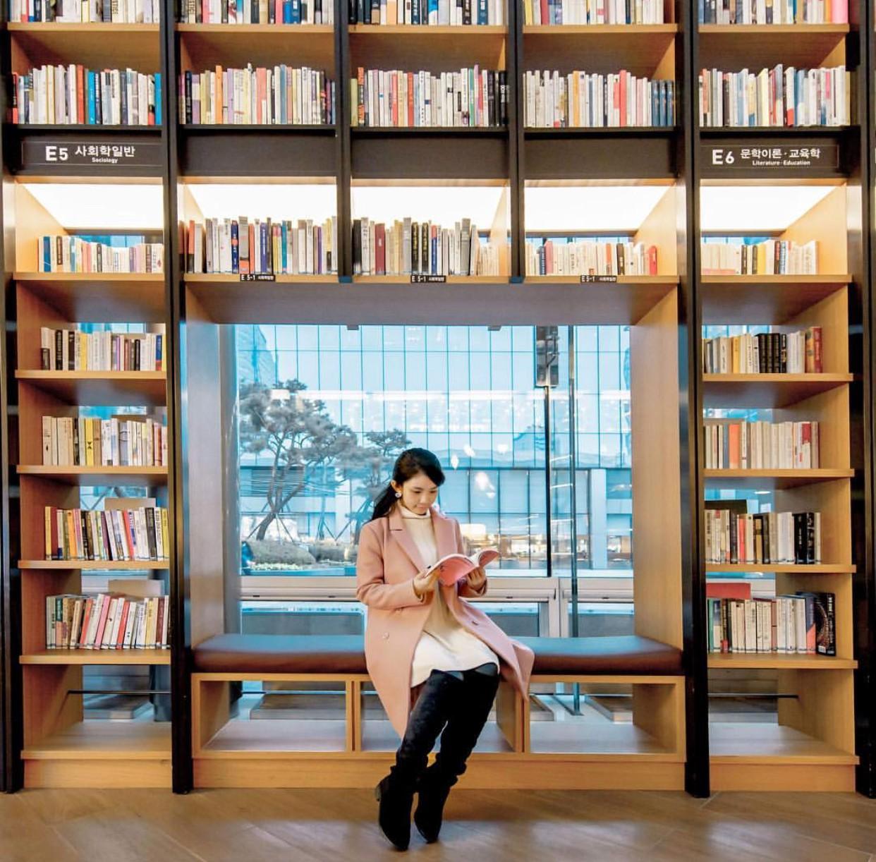 Thư viện khổng lồ nằm ở tận Seoul nhưng bạn trẻ Việt Nam nào đến đây cũng phải check-in cho bằng được! - Ảnh 18.
