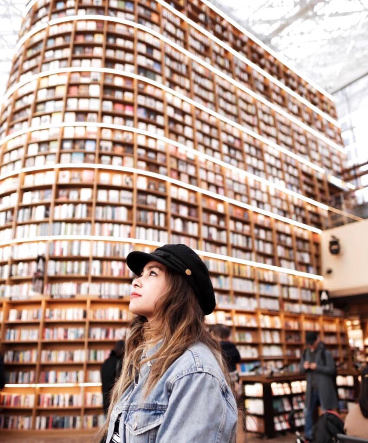 Thư viện khổng lồ nằm ở tận Seoul nhưng bạn trẻ Việt Nam nào đến đây cũng phải check-in cho bằng được! - Ảnh 6.