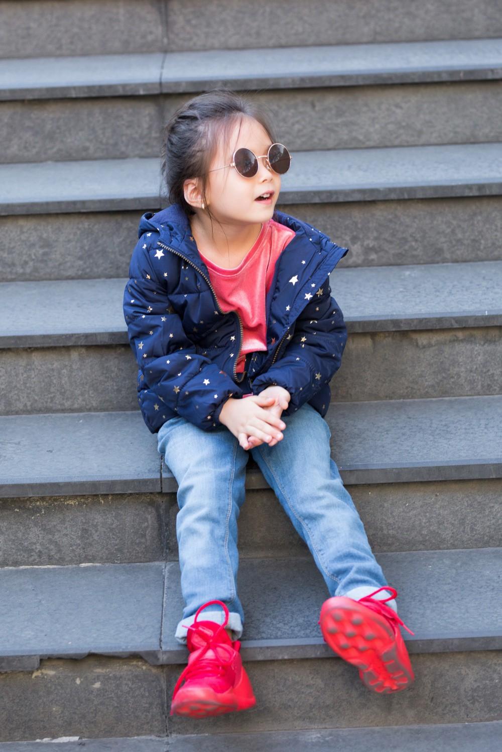 """Con gái Đoan Trang mới 4 tuổi đã ra dáng fashionista nhí, cùng bố mẹ thực hiện bộ ảnh mới cực """"chất"""" - Ảnh 3."""