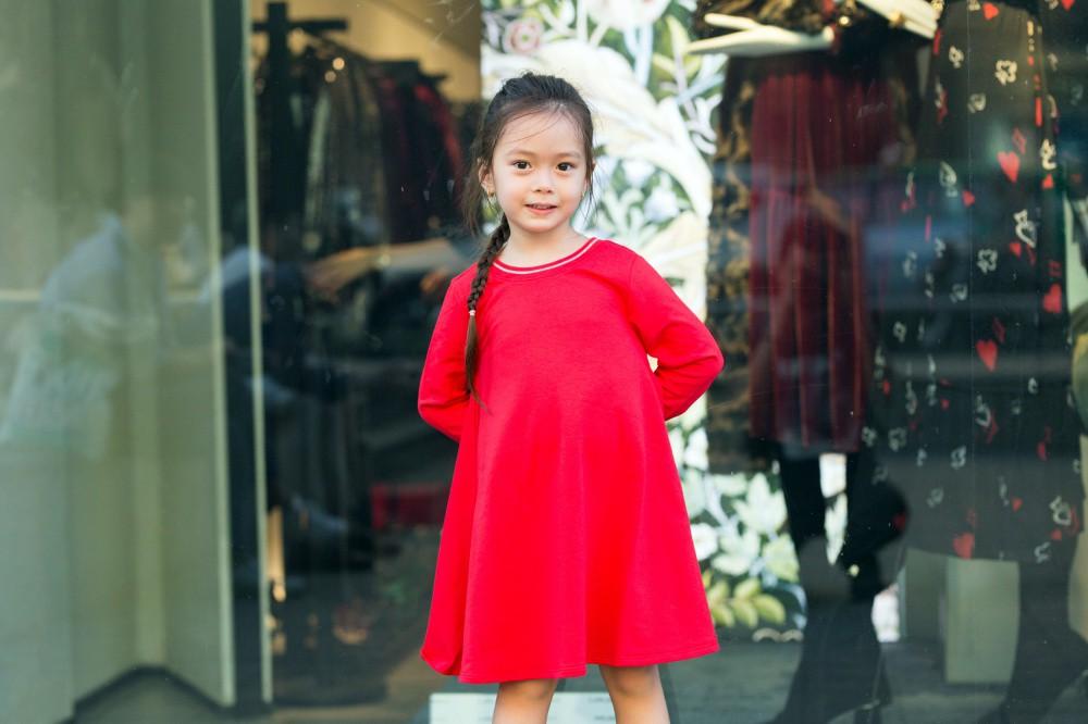 """Con gái Đoan Trang mới 4 tuổi đã ra dáng fashionista nhí, cùng bố mẹ thực hiện bộ ảnh mới cực """"chất"""" - Ảnh 5."""