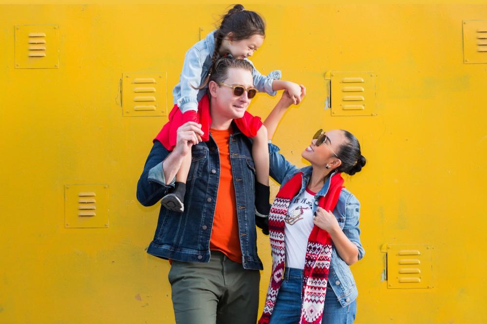 """Con gái Đoan Trang mới 4 tuổi đã ra dáng fashionista nhí, cùng bố mẹ thực hiện bộ ảnh mới cực """"chất"""" - Ảnh 7."""