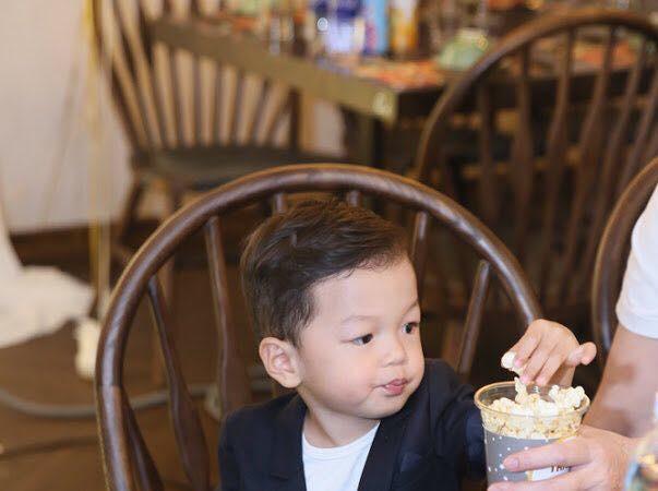 Vợ chồng Mạc Hồng Quân và Kỳ Hân rạng rỡ trong ngày sinh nhật con trai tròn 2 tuổi - Ảnh 1.