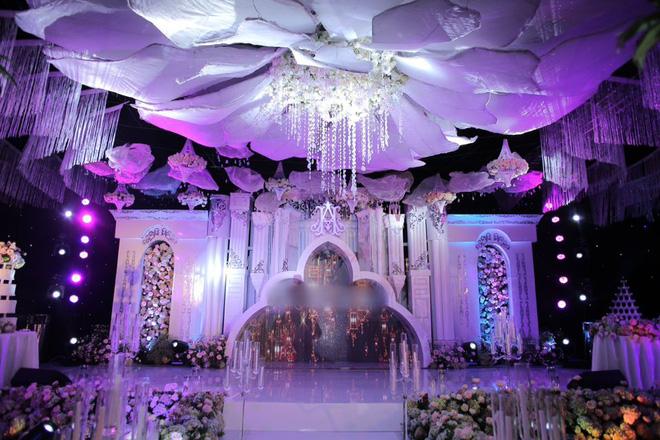 Hé lộ chi phí dựng rạp thực tế cùng hình ảnh cô dâu đeo vàng nặng trĩu trong đám cưới khủng ở Cao Bằng - Ảnh 3.