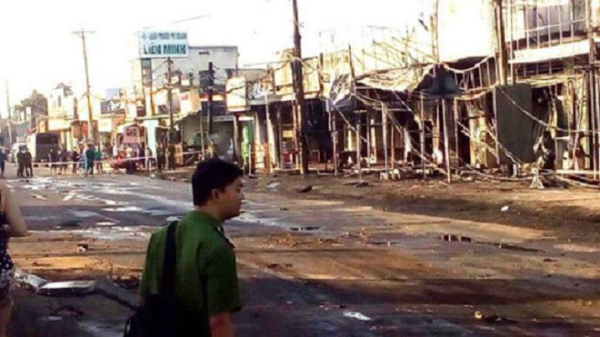 Thông tin chính thức vụ xe bồn chở xăng lao vào nhà dân khiến 6 người chết, 19 căn nhà cháy rụi - Ảnh 2.