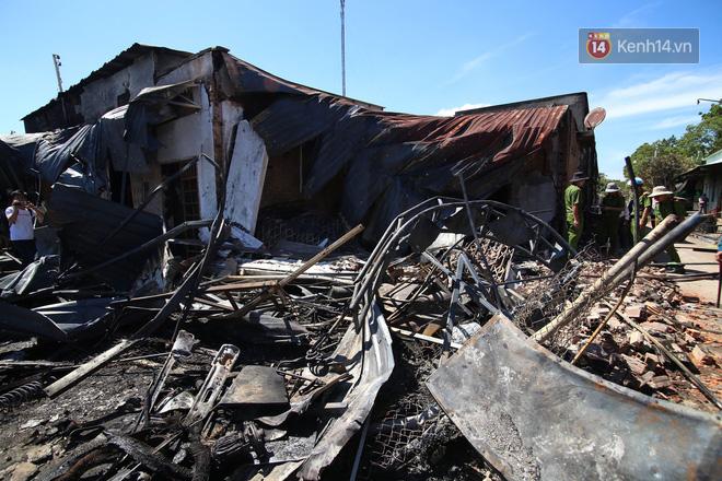 Vụ xe bồn xăng lao vào hàng loạt nhà dân gây cháy: 6 người tử nạn đều là người thân, 2 nạn nhân nhỏ nhất mới 6 tuổi - Ảnh 3.