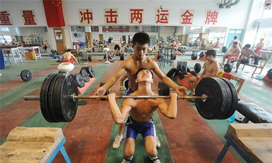 Inside the hard sporting classes, terrible art in China - Picture 11.
