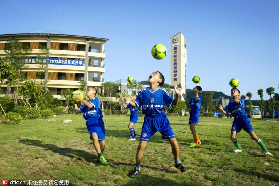 Inside the artistic sports and training classes in China - Picture 15.