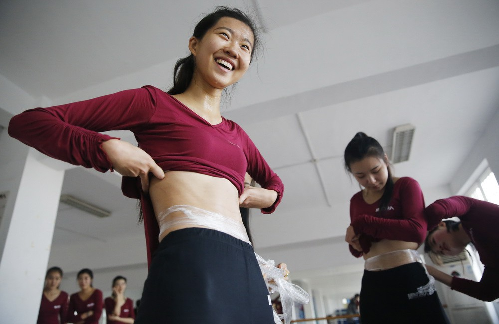 Inside the hard sports training classes in China - Photograph 19.