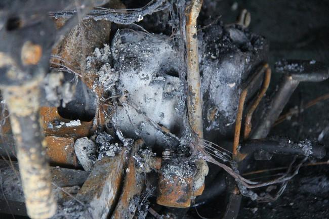 Nghẹn lòng cảnh chồng đưa thi thể vợ và 2 con nhỏ về quê sau vụ cháy xe bồn chở xăng ở Bình Phước - Ảnh 12.