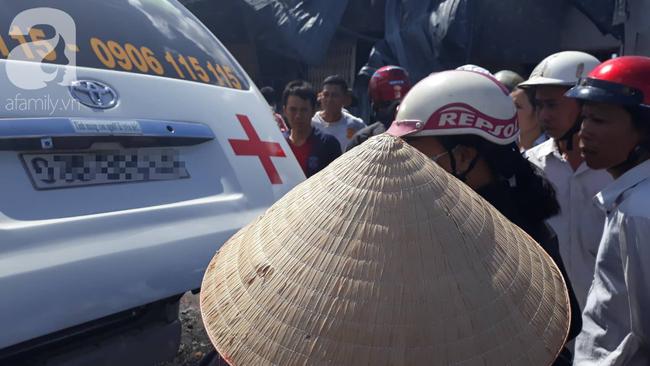 Nghẹn lòng cảnh chồng đưa thi thể vợ và 2 con nhỏ về quê sau vụ cháy xe bồn chở xăng ở Bình Phước - Ảnh 4.