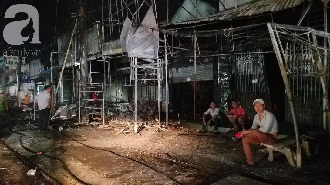 Nghẹn lòng cảnh chồng đưa thi thể vợ và 2 con nhỏ về quê sau vụ cháy xe bồn chở xăng ở Bình Phước - Ảnh 5.