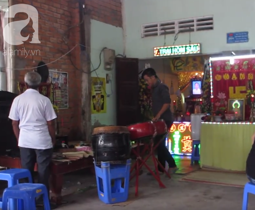 Nghẹn lòng cảnh chồng đưa thi thể vợ và 2 con nhỏ về quê sau vụ cháy xe bồn chở xăng ở Bình Phước - Ảnh 7.