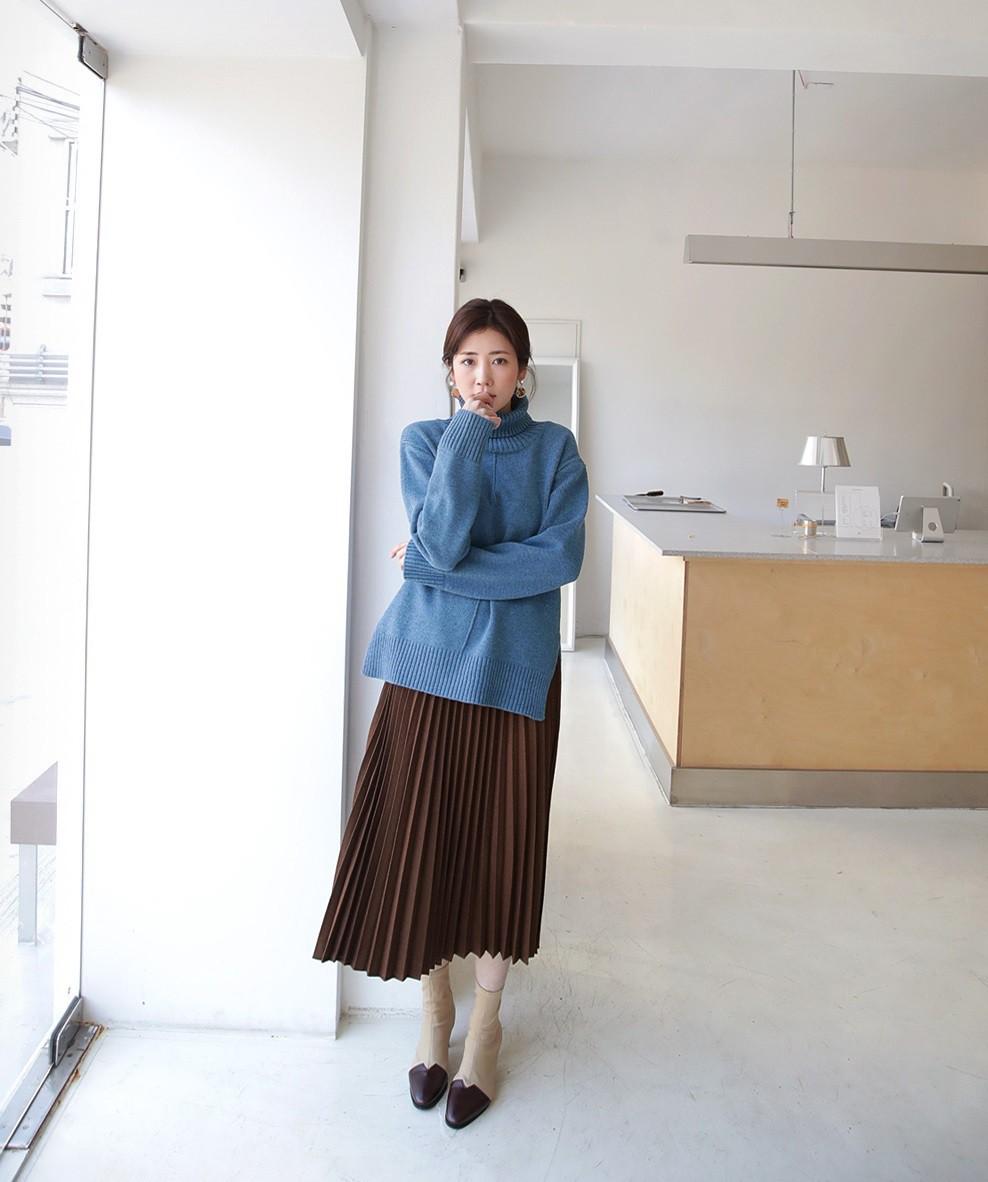 Đơn giản là áo len + chân váy thôi nhưng có đến 4 cách mix&match ...