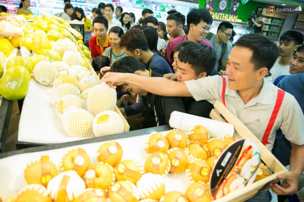 Trúng lớn tại cuộc đua mua sắm VinMart & VinMart+, lộ diện người đầu tiên trúng thưởng ô tô VinFast tại Việt Nam - Ảnh 4.