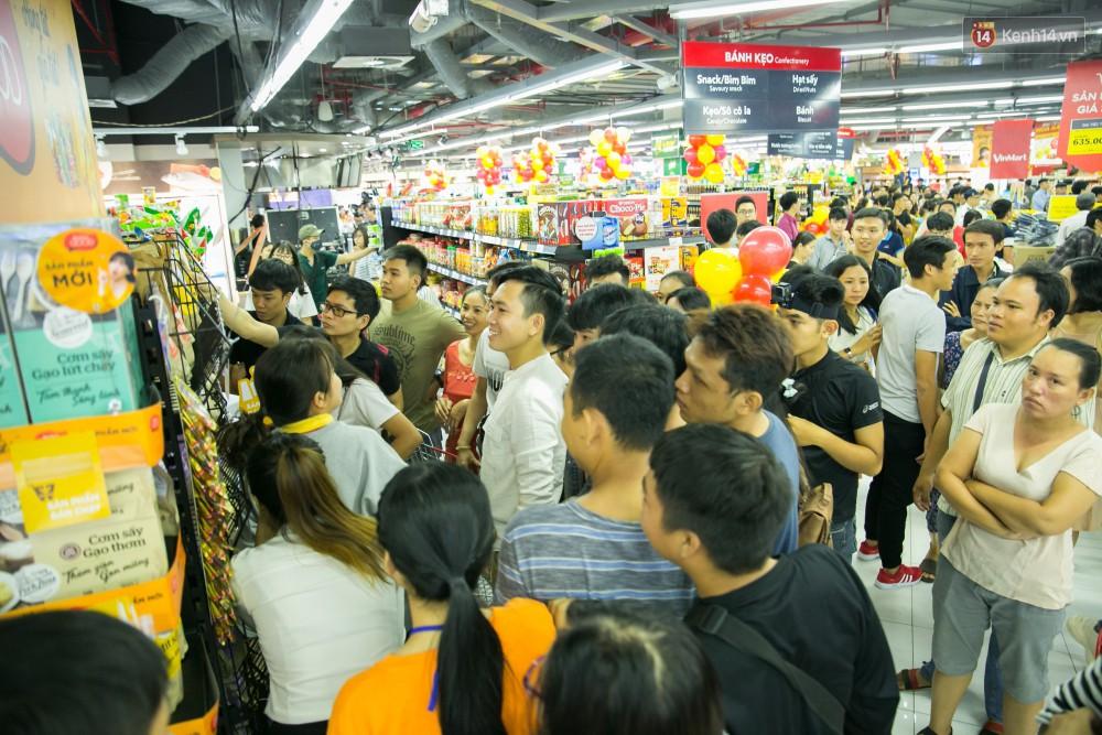 Trúng lớn tại cuộc đua mua sắm VinMart & VinMart+, lộ diện người đầu tiên trúng thưởng ô tô VinFast tại Việt Nam - Ảnh 8.