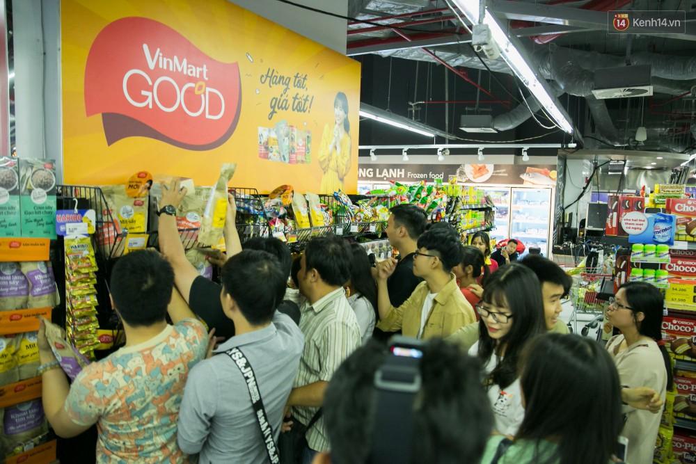 Trúng lớn tại cuộc đua mua sắm VinMart & VinMart+, lộ diện người đầu tiên trúng thưởng ô tô VinFast tại Việt Nam - Ảnh 7.
