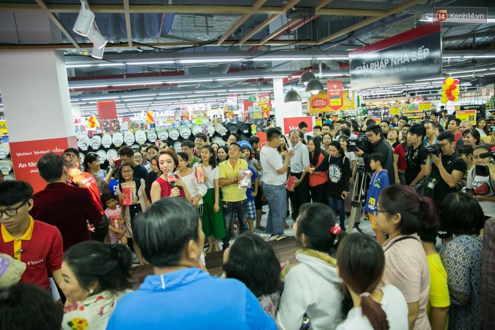 Trúng lớn tại cuộc đua mua sắm VinMart & VinMart+, lộ diện người đầu tiên trúng thưởng ô tô VinFast tại Việt Nam - Ảnh 12.