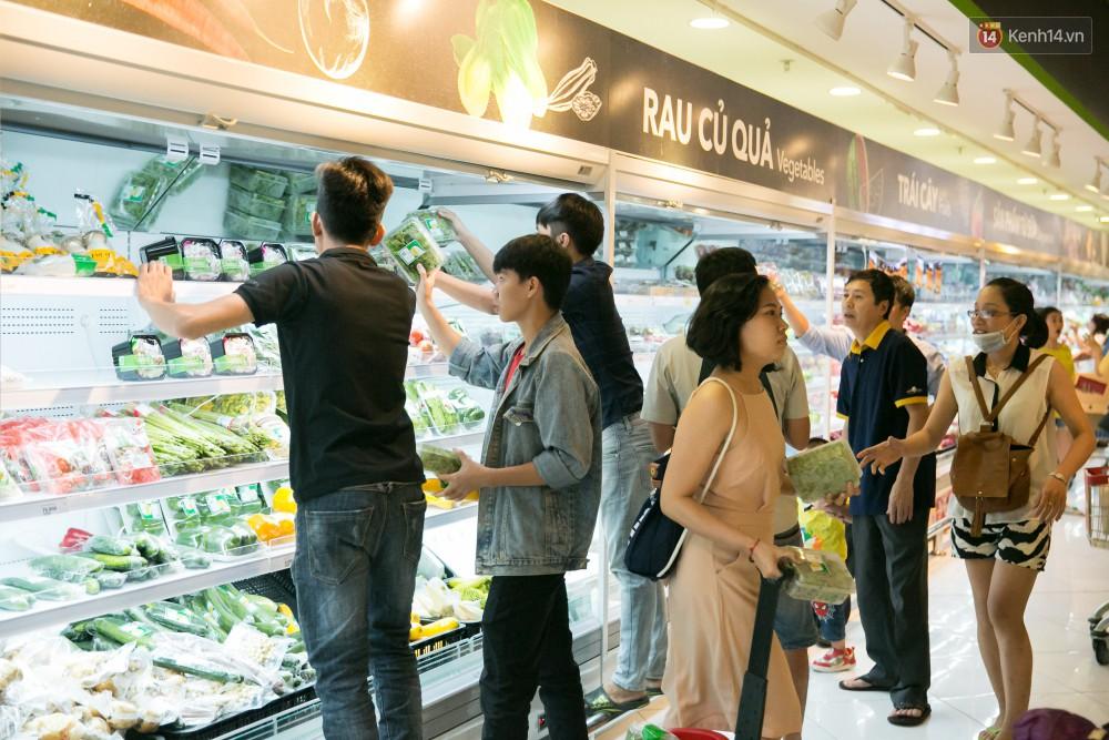 Trúng lớn tại cuộc đua mua sắm VinMart & VinMart+, lộ diện người đầu tiên trúng thưởng ô tô VinFast tại Việt Nam - Ảnh 13.