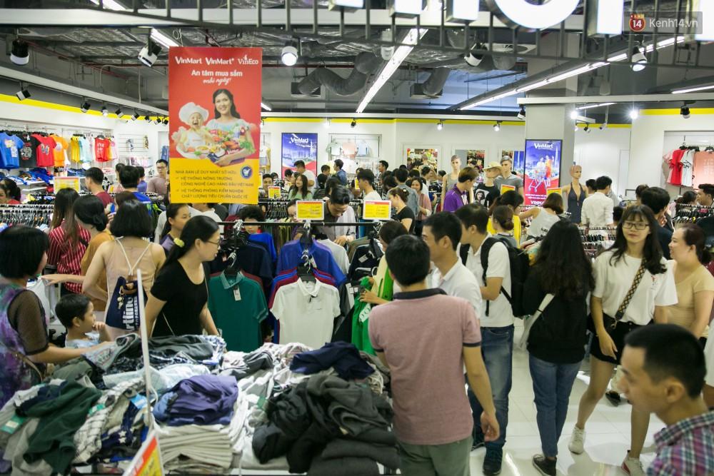 Trúng lớn tại cuộc đua mua sắm VinMart & VinMart+, lộ diện người đầu tiên trúng thưởng ô tô VinFast tại Việt Nam - Ảnh 3.
