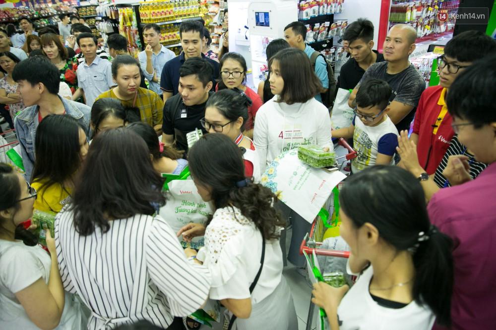 Trúng lớn tại cuộc đua mua sắm VinMart & VinMart+, lộ diện người đầu tiên trúng thưởng ô tô VinFast tại Việt Nam - Ảnh 14.