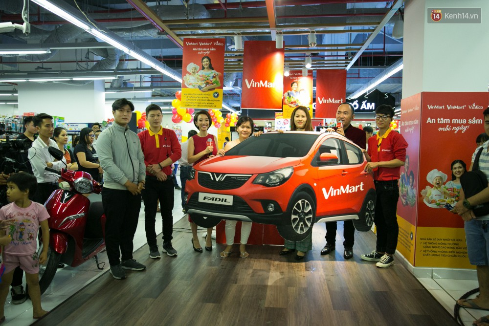 Trúng lớn tại cuộc đua mua sắm VinMart & VinMart+, lộ diện người đầu tiên trúng thưởng ô tô VinFast tại Việt Nam - Ảnh 1.