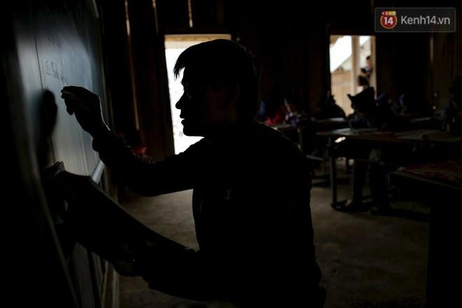 Tuổi xuân của những thầy giáo trẻ và ước mơ dang dở của học trò nghèo trên đỉnh trời Phà Cà Tún - Ảnh 5.