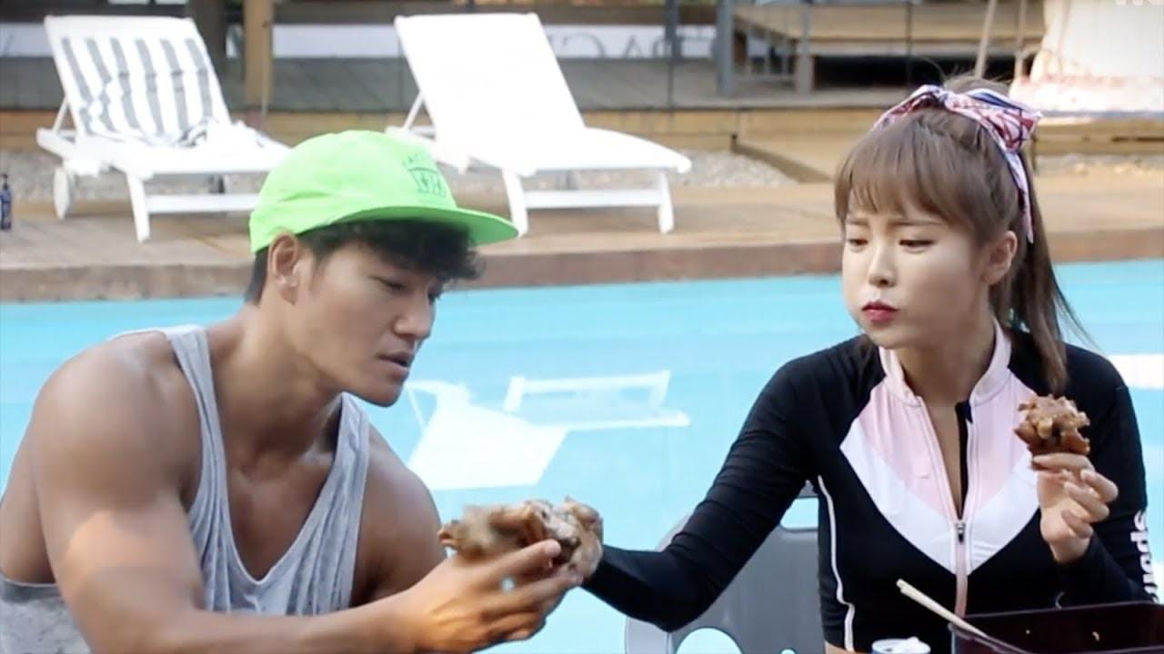 Song Ji Hyo bình thản khi bị hỏi về tình cảm giữa Kim Jong Kook và người con gái khác - Ảnh 3.